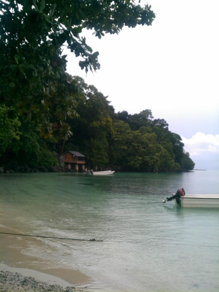 Pantai Iboh di depan penginapan